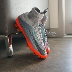 Nike Mercurial Superfly V CR7 FG Grey Soccer Cleat